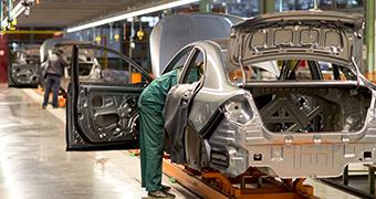 自動車製造業
